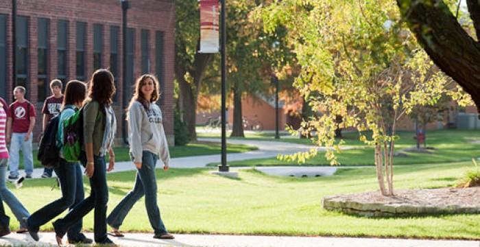 EUA: universidades de Harvard e de Indiana têm bolsas para estudantes estrangeiros