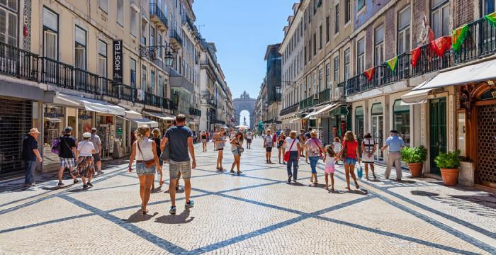 Governo abre 500 vagas de estágios com remuneração a rondar os mil euros