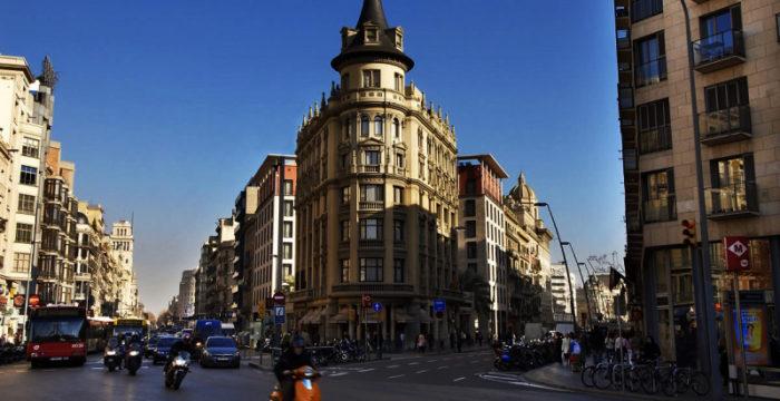 Barcelona: empresas procuram fluentes em português para capital da Catalunha