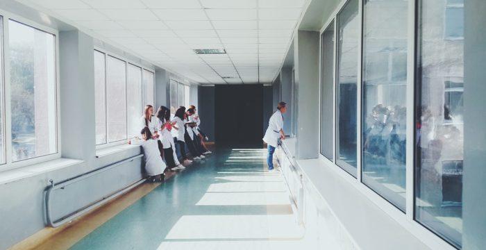 Hospitais de Lisboa, Vila Franca de Xira e Porto com vagas em várias áreas
