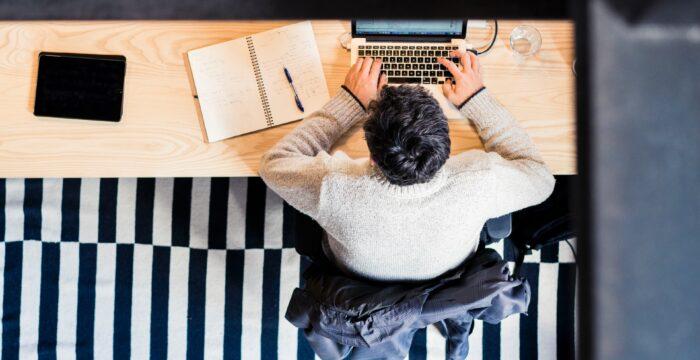 Trabalhar e estudar à distância? Várias empresas estão a oferecer acesso gratuito a ferramentas devido ao Covid-19